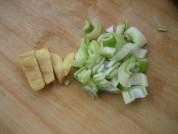 蘑菇炖土豆的做法步骤3
