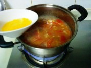番茄牛肉蛋花汤的做法步骤4