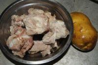 土豆烧排骨的做法步骤1
