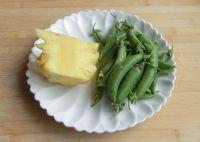 豌豆菠萝鸡丁的做法步骤2
