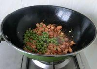 豌豆菠萝鸡丁的做法步骤7