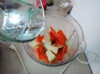 胡萝卜青苹果汁的做法步骤4