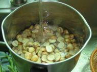 莲子桂圆糖水的做法步骤2