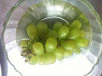 鲜榨提子梨子汁的做法步骤1