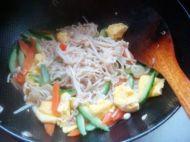 金针菇黄瓜炒鸡蛋的做法步骤13