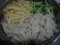 凉拌黄瓜豆皮金针菇的做法步骤5