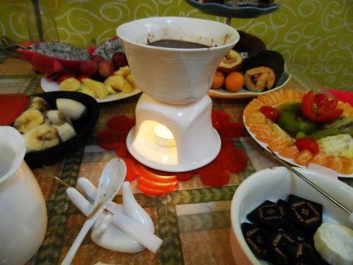 牛奶 巧克力 水果西点火锅的做法