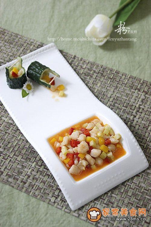 三个步骤做出让人回味的经典黄瓜桶盘饰——泰酱鱼丁的做法