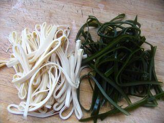 菌汤三鲜米线的做法