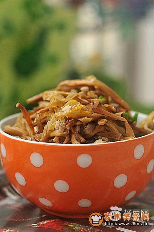黄花菜肉粒汤