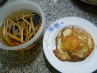 黄花菜黑木耳炒荷叶蛋的做法步骤1
