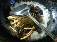 黄花菜黑木耳炒荷叶蛋的做法步骤3