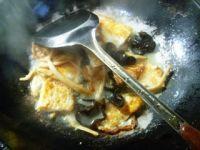 黄花菜黑木耳炒荷叶蛋的做法步骤5