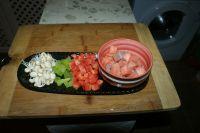 三文鱼炒三丁的做法步骤2
