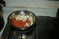 三文鱼炒三丁的做法步骤3