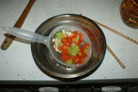 三文鱼炒三丁的做法步骤4