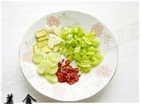 红油虾酱豆腐的做法步骤2