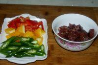 彩椒炒牛肉粒的做法步骤1