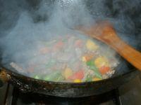 彩椒炒牛肉粒的做法步骤4