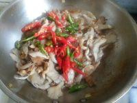 蘑菇粉条炒五花肉的做法步骤12