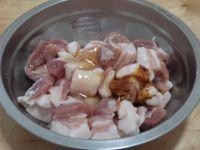 红烧肉熏鸡蛋烩大白菜的做法步骤2