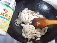 家乡荷塘炒双菇的做法步骤5