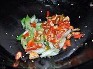 让人垂涎的辣椒炒肥肠的做法步骤9