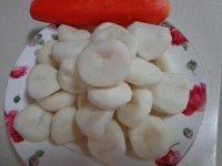 胡萝卜炒荸荠的做法步骤1