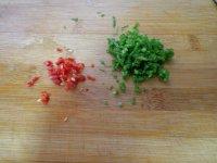 胡萝卜炒荸荠的做法步骤3