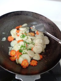 胡萝卜炒荸荠的做法步骤9