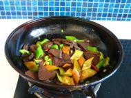 辣椒炒猪血的做法步骤6
