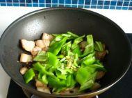 辣椒炒肉的做法步骤7