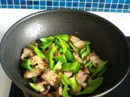 辣椒炒肉的做法步骤8