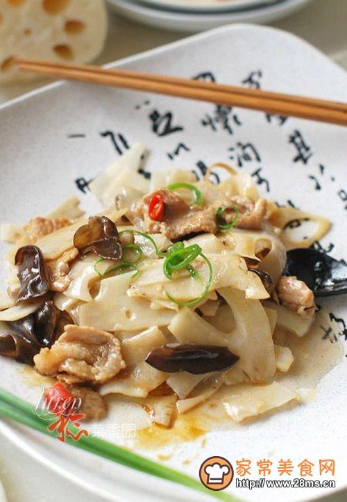 """陕西独有的一种""""九眼莲""""――【莲菜炒肉片】的做法"""
