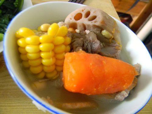 猪脊骨玉米莲藕汤的做法