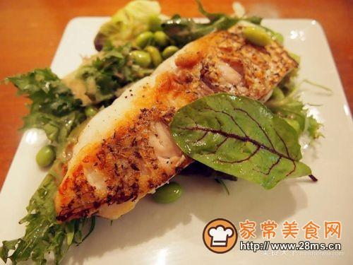 香脆鲷鱼排佐日式沙拉的做法