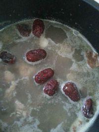 板栗炖鸡汤的做法步骤7
