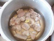 淮山排骨汤的做法步骤2