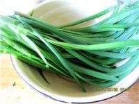 韭菜炒猪血的做法步骤1