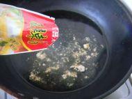 猪血酸辣汤的做法步骤3