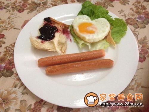 美味营养早餐-心形煎蛋的做法