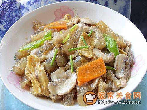 美容菜-----口蘑腐竹炒蹄筋的做法