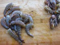 炸虾的做法步骤2