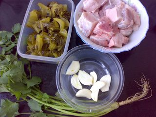 酸菜炖五花肉的做法