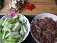 丝瓜炒猪腰的做法步骤1