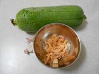 虾仁炒丝瓜的做法步骤1