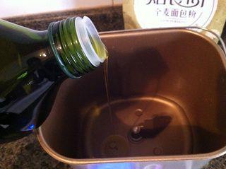 全麦橄榄油面包的做法步骤:1