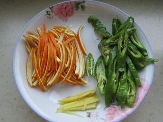 橙子皮炒肉丝的做法步骤:5