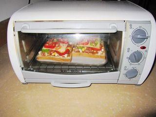 【DIY新奥尔良烤肉披萨】小文子出品~~【鸡肉吐司披萨】的做法步骤:9