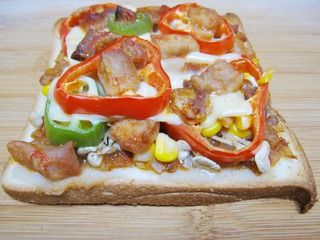 【DIY新奥尔良烤肉披萨】小文子出品~~【鸡肉吐司披萨】的做法步骤:11